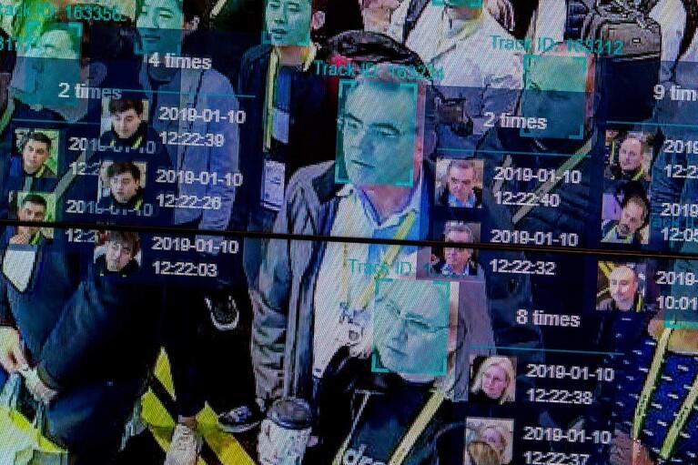 """Світ у технозадзеркаллі. Чому потрібно не відмовитися від стеження, а """"очолити"""" його"""