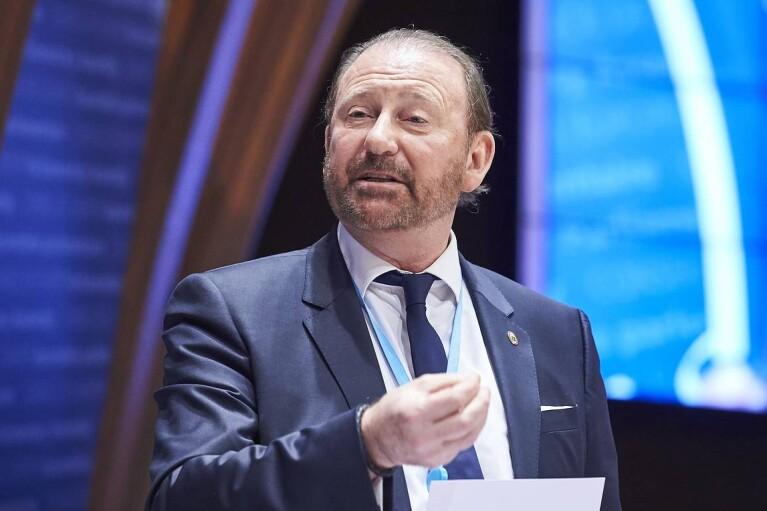 Генсек ПАСЕ пригрозил Гончаренко санкциями за выступление с простреленным на Донбассе украинским флагом