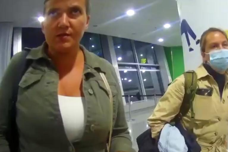 """""""Понятия не имею, что это"""": появилось видео задержания Савченко с поддельными COVID-сертификатами"""