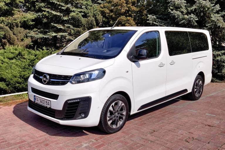 Берите всех. Как Opel Zafira Life стал идеальным микроавтобусом для украинских дорог