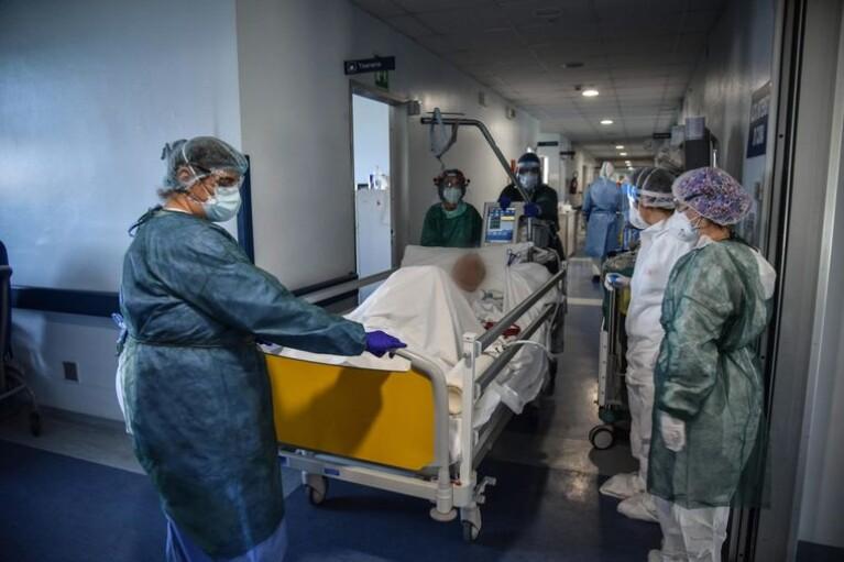 COVID-19 в Ивано-Франковской области: больницы переполнены, люди лежат в коридорах