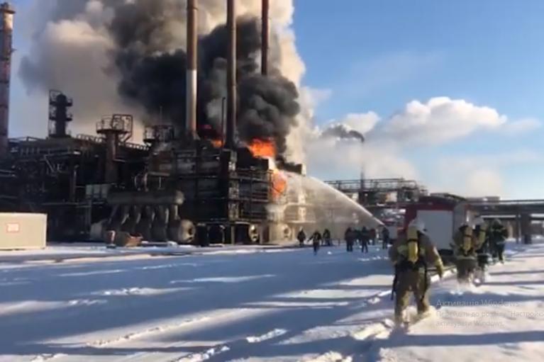 На химзаводе на Франковщине возник пожар: тушили более 50 спасателей (ВИДЕО)