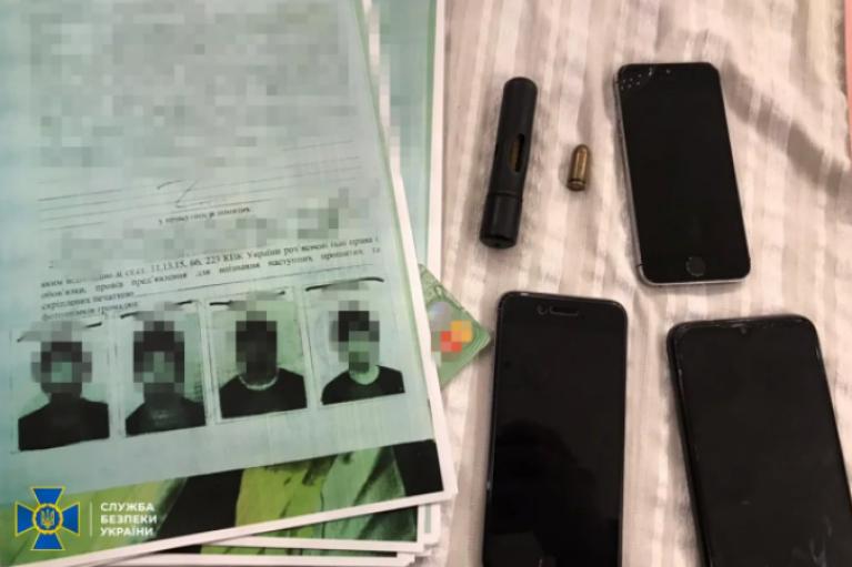 СБУ викрила банду, члени якої видавали себе за співробітників Інтерполу