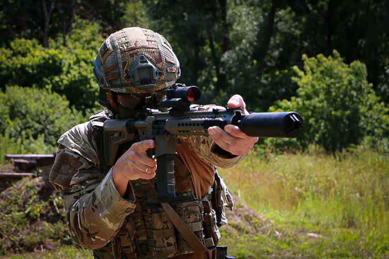 AR-15 вместо автомата Калашникова. Почему о перевооружении нашей армии мы узнаем из чешских источников