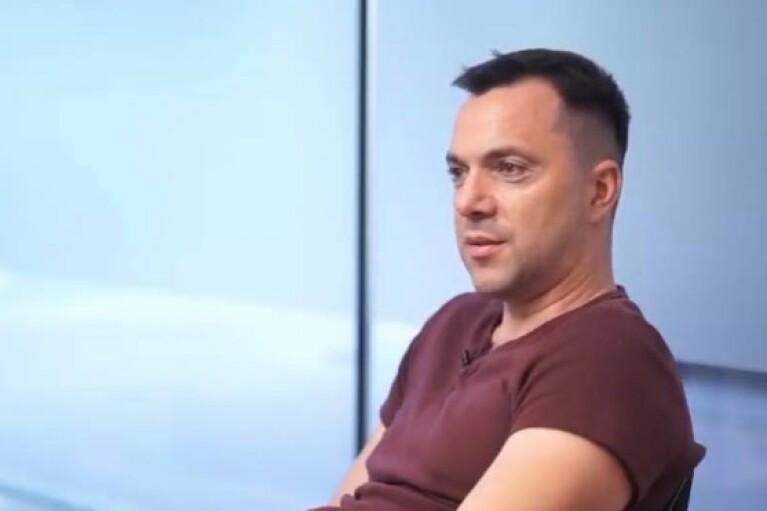 Арестович назвав єдину умову, за якої Україна піде у наступ на Донбасі