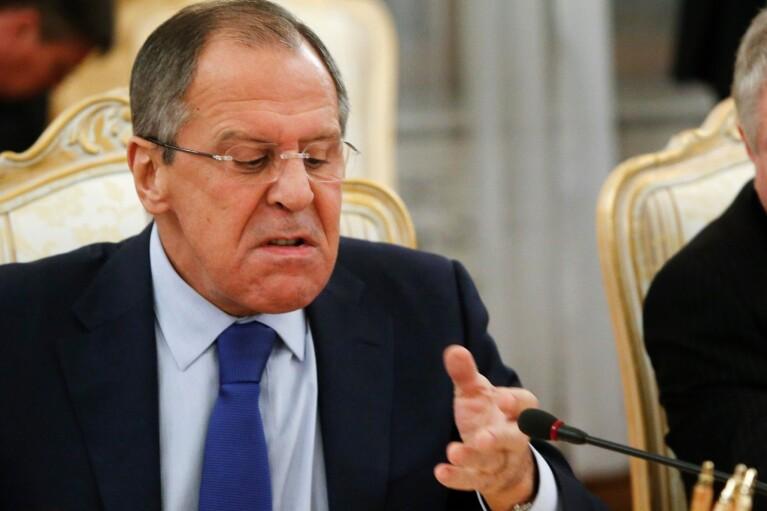 РФ высылает дипломатов США и угрожает ввести санкции против американского бизнеса