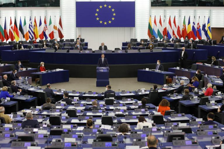 Встретимся в суде. Как ссора ЕС с Польшей допекла Европарламент