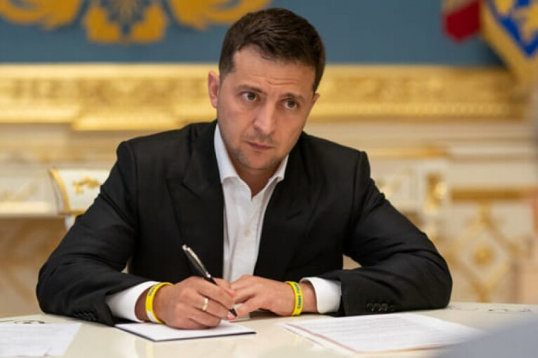Зеленський вирішив захистити українців, які мають борги за валютними кредитами