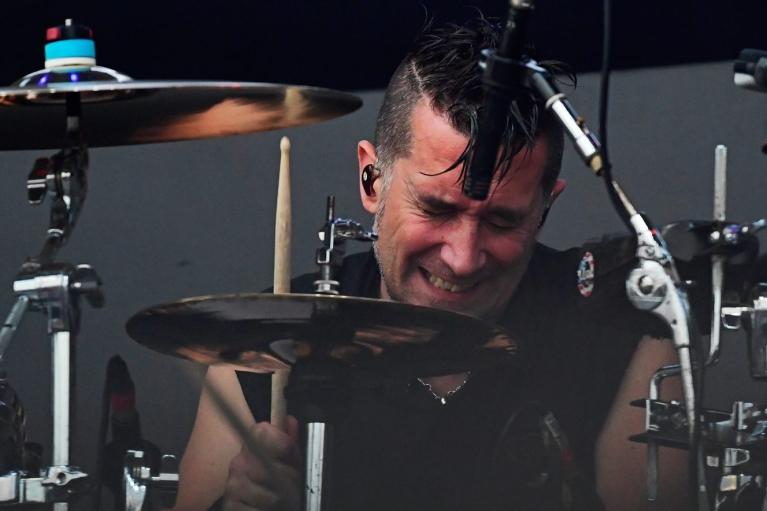 Барабанщик The Offspring пожаловался, что его выгнали из группы: отказался вакцинироваться