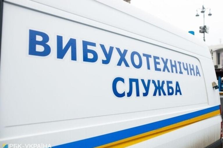 Після анонімного дзвінка про мінування: поліція перевіряє супермаркети і автозаправки Луганщини
