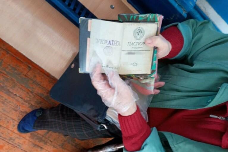 У Кривому Розі пенсіонерка прийшла на вибори з радянським паспортом (ФОТО)