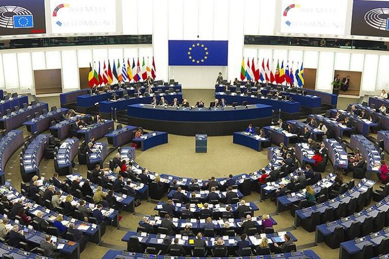 """У Європарламенті хочуть використовувати """"Північний потік-2"""" для тиску на Росію"""