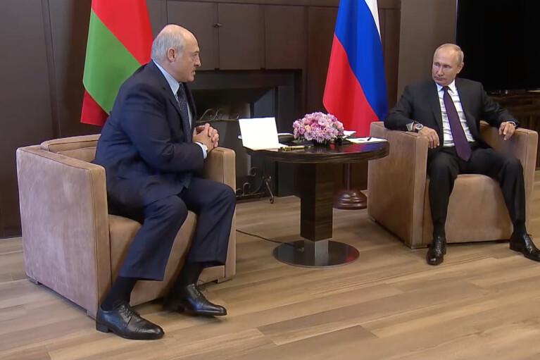 Пока легитимный. В отношении Лукашенко Кремль учел опыт с Януковичем