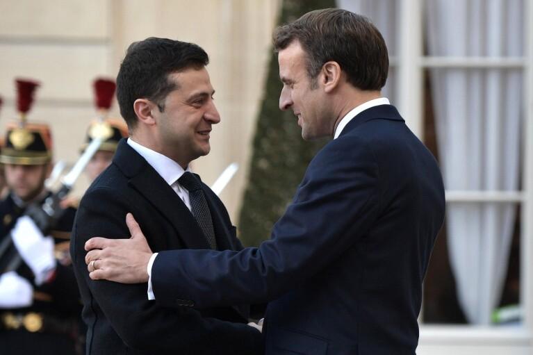 Зеленский и Макрон говорили наедине слишком долго, график встречи пришлось пересмотреть, — СМИ