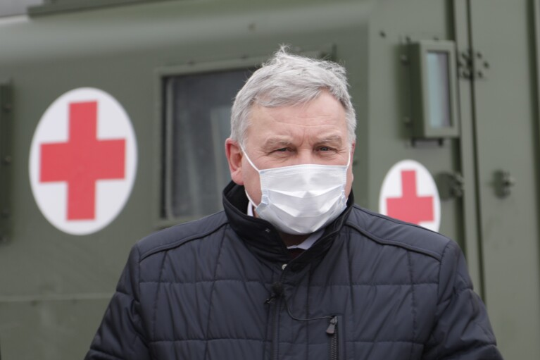 Латвия передала Украине медицинские бронемобили