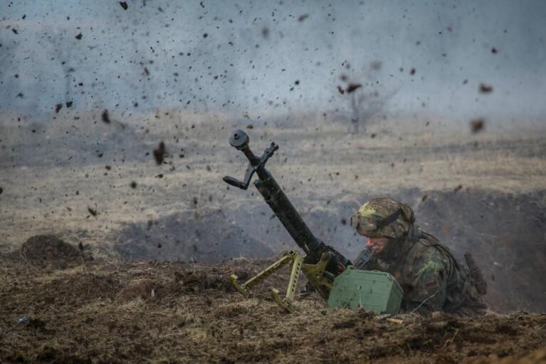 Боевики за сутки 15 раз обстреляли украинские позиции