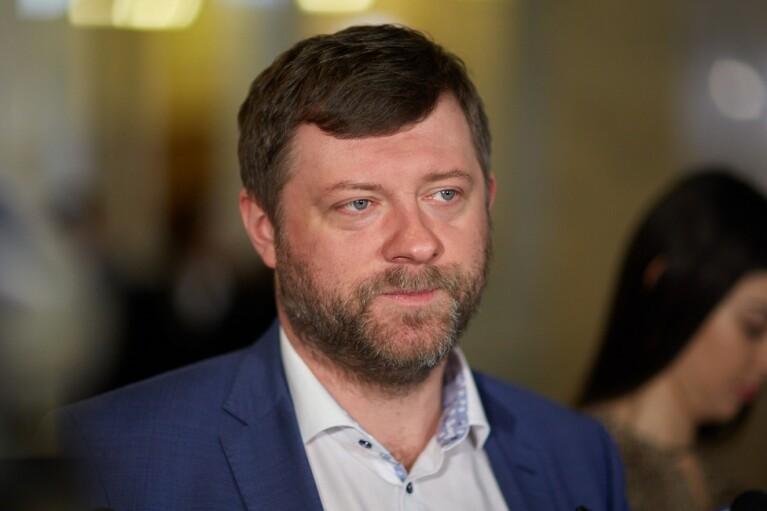 """Корниенко заявил, что """"слуги"""" строят страну, в которой чиновникам """"не нужны кортежи и охрана"""""""