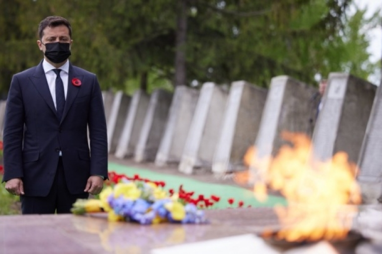 Зеленський з Єрмаком і послами G7 відвідали меморіал на Луганщині (ФОТО)