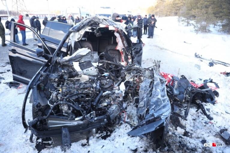 Смертельное ДТП в России: при столкновении легковушки и фуры погибли 7 человек (ФОТО)