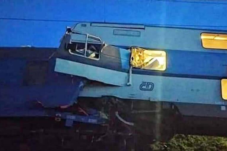 Два поезда столкнулись в Чехии, есть жертвы (ФОТО)