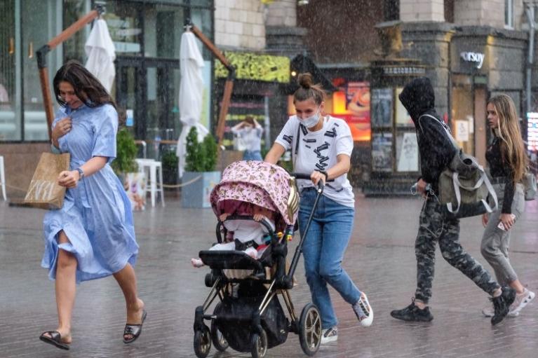 Дожди и грозы, но все равно жарко — прогноз в Украине на среду