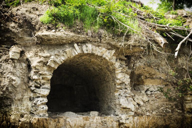 Рукотворні підземелля. Хто і навіщо дірявив Україну