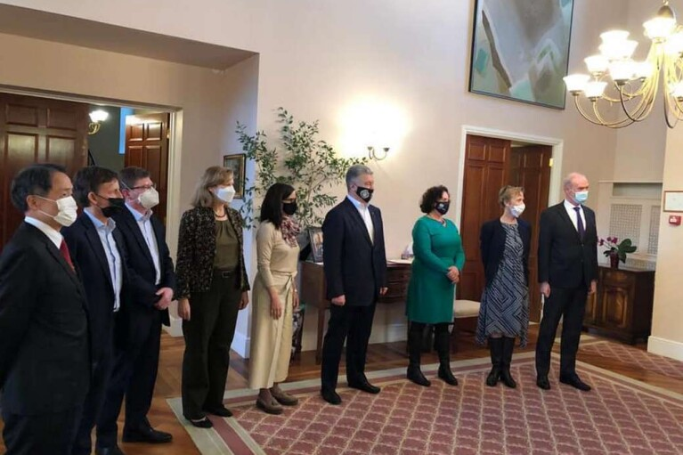 Санкции, НАТО, вакцины: Порошенко обсудил с послами стран G7 и Евросоюза вопросы безопасности