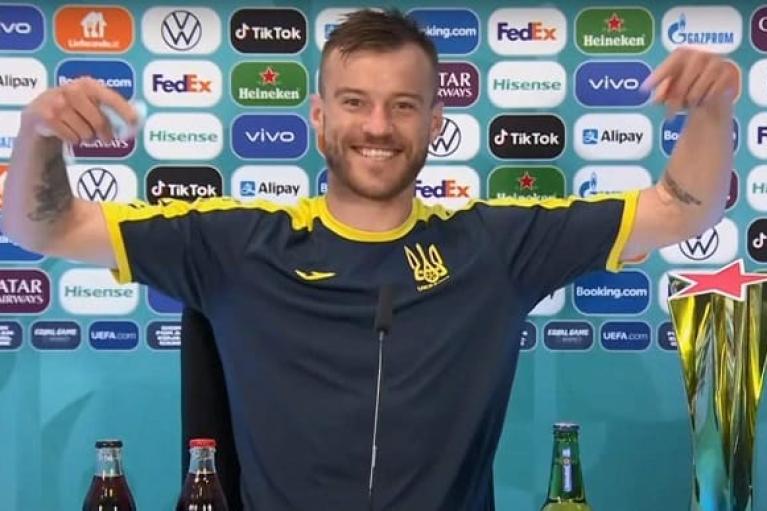 """Свяжитесь со мной! Ярмоленко """"похайпил"""" на спонсорах Евро-2020 (ВИДЕО)"""