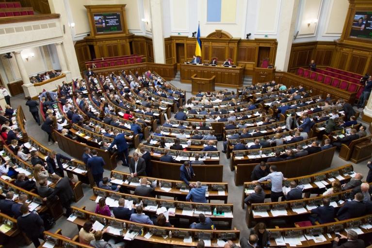 """Перший віцеспікер та """"закон про олігархів"""": порядок денний Верховної Ради"""