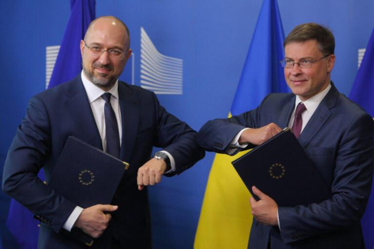 Дивна допомога. Скільки заплатить Україна за 1,2 млрд євро від ЄС