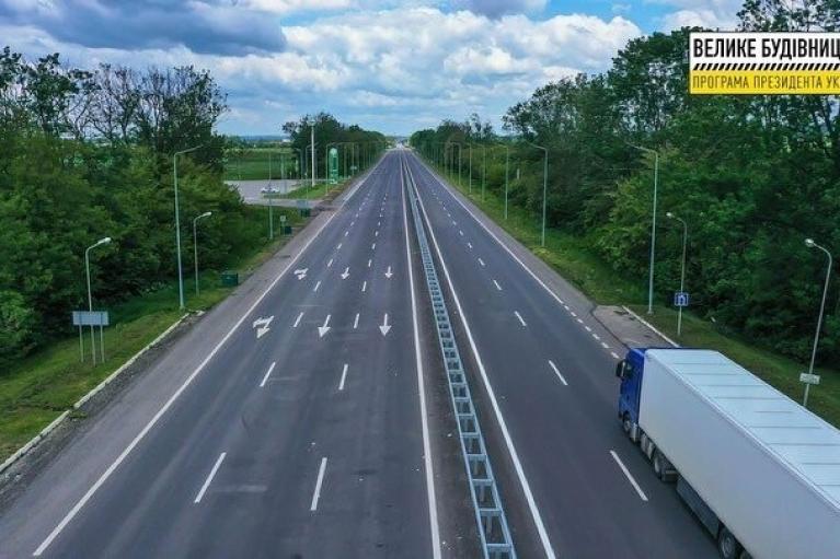 """""""Большая стройка"""" Зеленского: Украина отказывается от """"текущих средних"""" ремонтов дорог"""