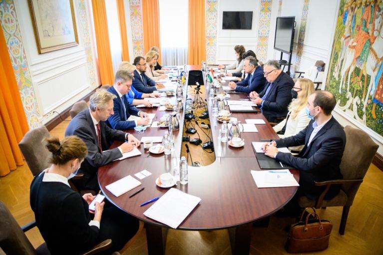 У Кулеби розповіли, що конструктивно поспілкувалися з українськими угорцями про права наменьшінств