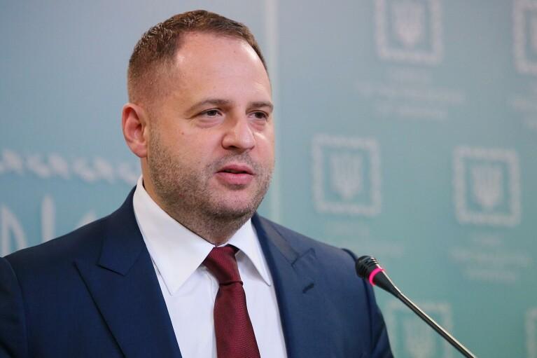 Єрмак вважає відведення російських військ перемогою Зеленського