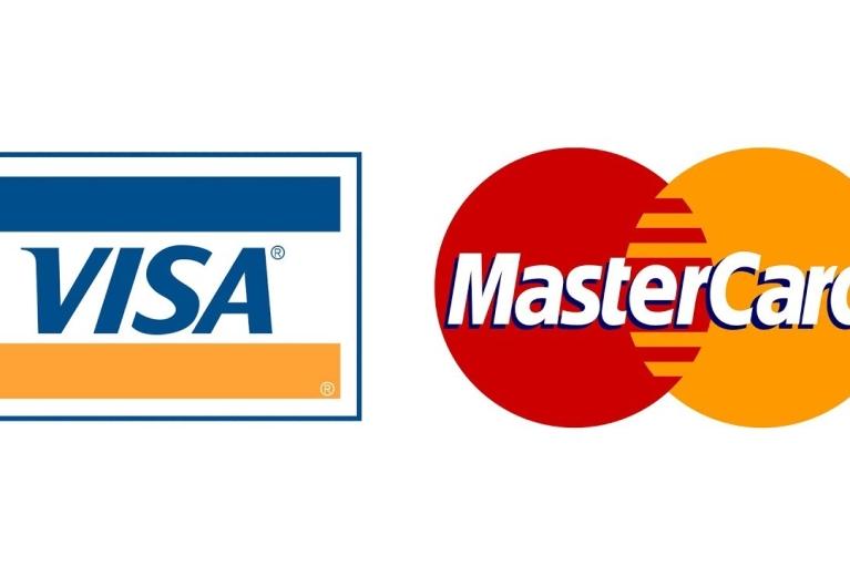 НБУ уговорил Visa и МasterCard постепенно снизить банковские комиссии