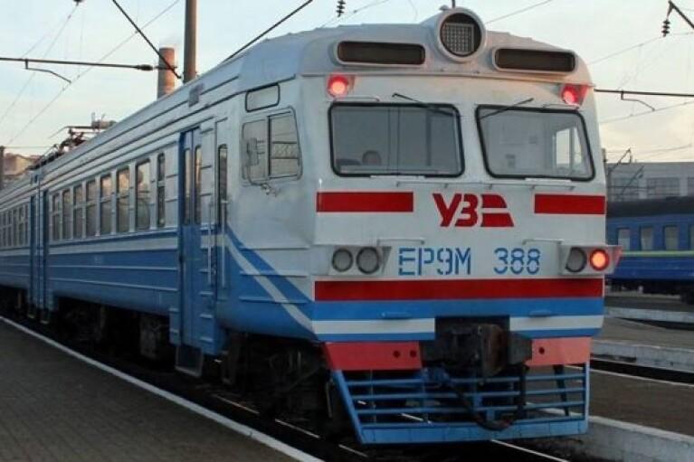 """Карантин: """"червона"""" Франківщина прийматиме потяги лише до 8 березня"""