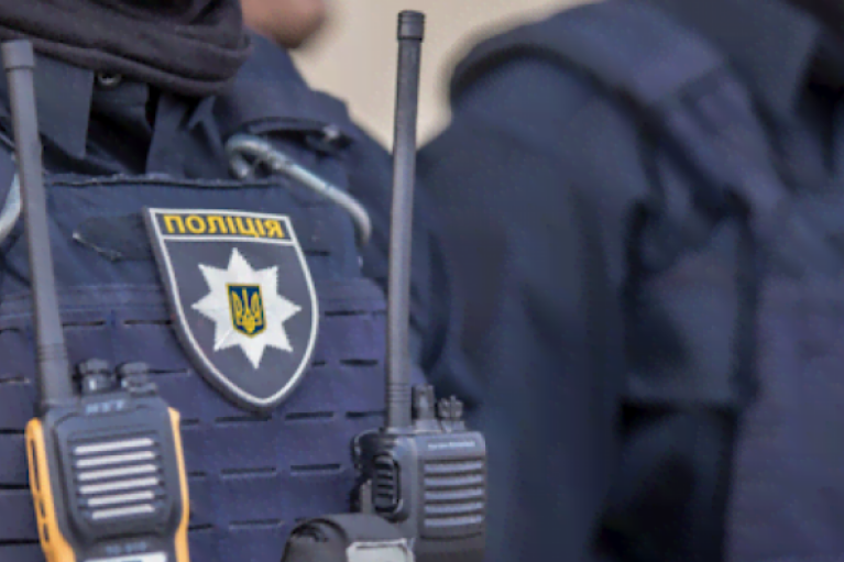 """У Запоріжжі підліток прикинувся поліцейським задля """"наведення ладу"""" в місті (ФОТО)"""