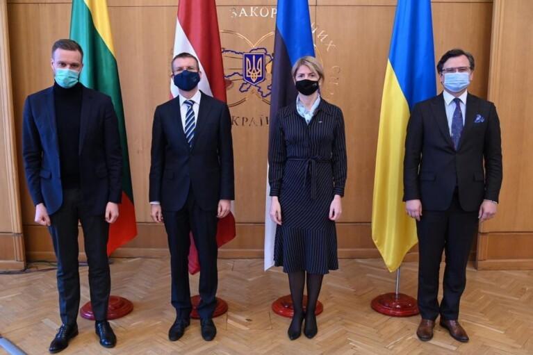 Кулеба зустрів в Києві глав МЗС Латвії, Литви та Естонії