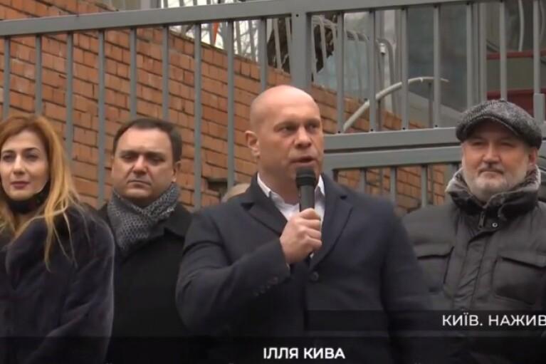 """Кива под посольством ЕС в Киеве прокричал о """"европейских ж*пах"""" (ВИДЕО)"""