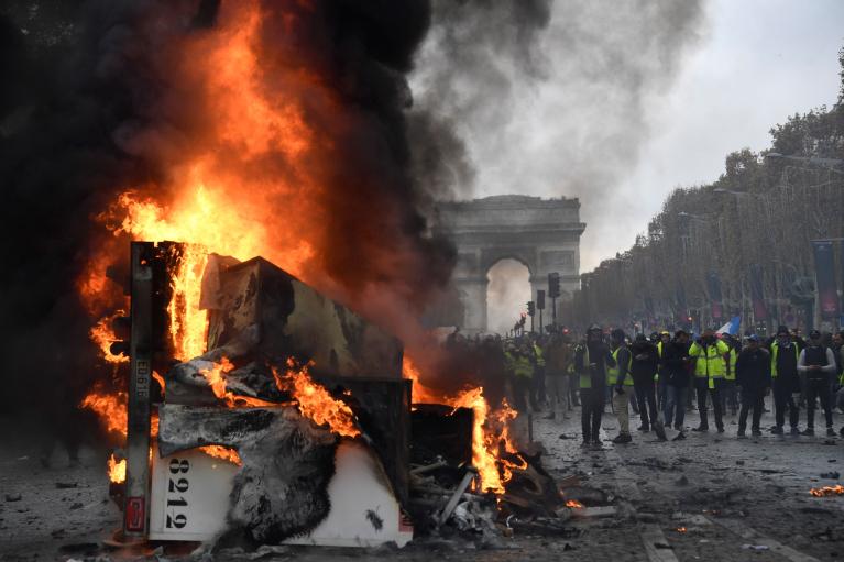 Вічно вагітна революцією Франція. Які шанси у Ле Пен помститися Макрону