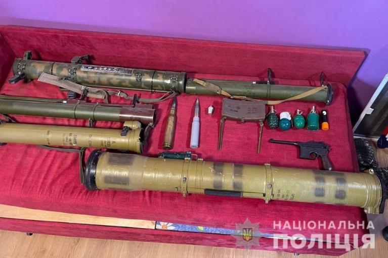На Дніпропетровщині злочинці збували два роки боєприпаси, зброю та вибухівку з зони ООС (ФОТО)