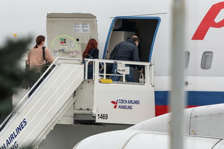 Чехия готова выслать из страны около 60 российских дипломатов