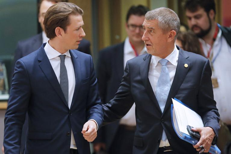 Уйти, чтобы остаться. Почему неприятности премьеров Курца и Бабиша не означают крушения кремлевских коррупционных схем