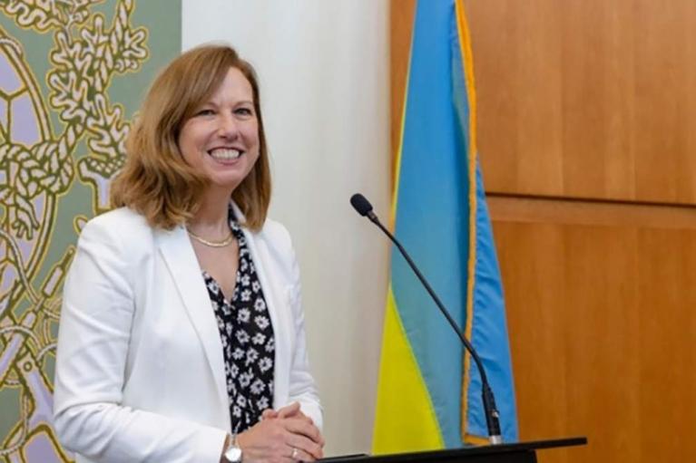 Про Росію — не цокаючись? За Україну в НАТО підняли тост у посольстві США