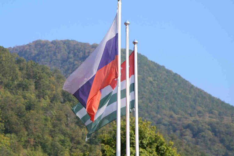 Дружественное поглощение. Как Россия готовит аннексию Абхазии