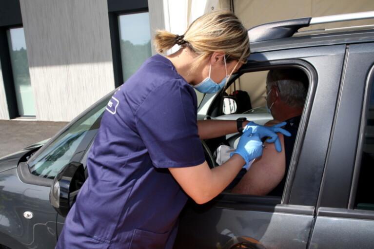 """У Франції з'явився перший у світі """"вакциндрайв"""""""