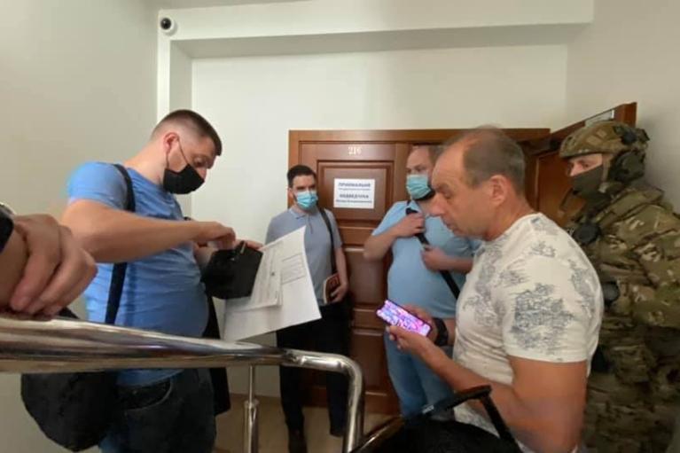 Обшуки по справі Медведчука проходять за кількома адресами (ФОТО, ВІДЕО)