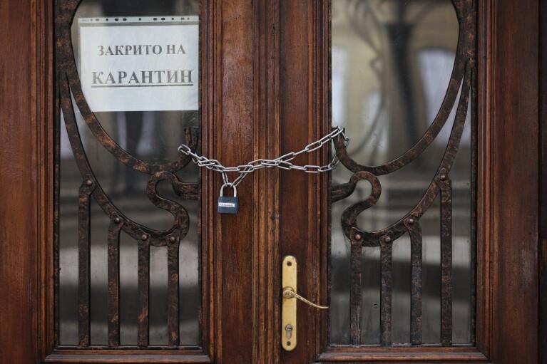 """В Черновцах рестораторы устроили пикет против ограничений """"красной зоны"""""""