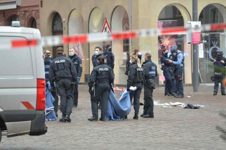 В результате наезда на пешеходов в Германии погибли 5 человек, еще 15 пострадали (ФОТО)