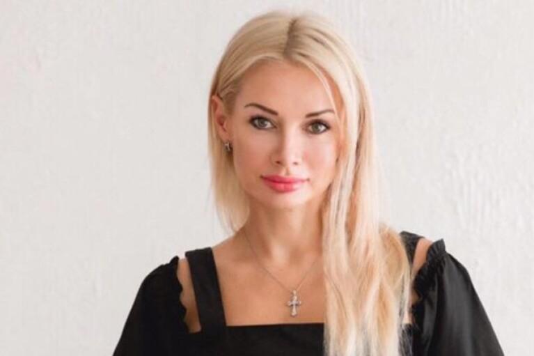 """Не """"корабельна сосна"""" Аллахвердієва пафосно і російською привітала жінок з 8 березня"""