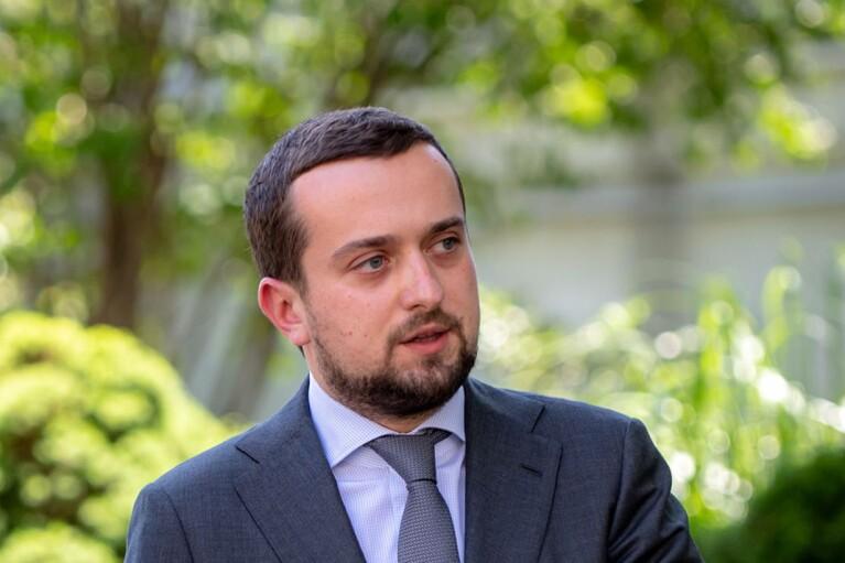 У Зеленского анонсировали на май-июнь более ста аукционов малой приватизации
